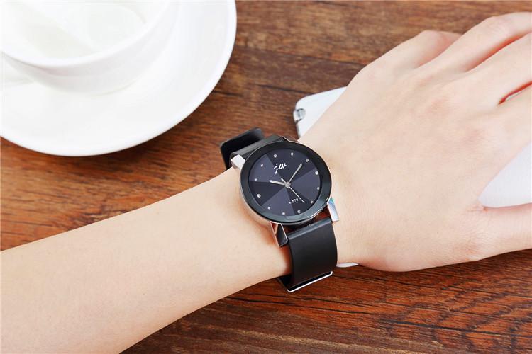 韩国时尚潮流手表男女学生简约防水超薄男女表皮带石英表情侣手表图片